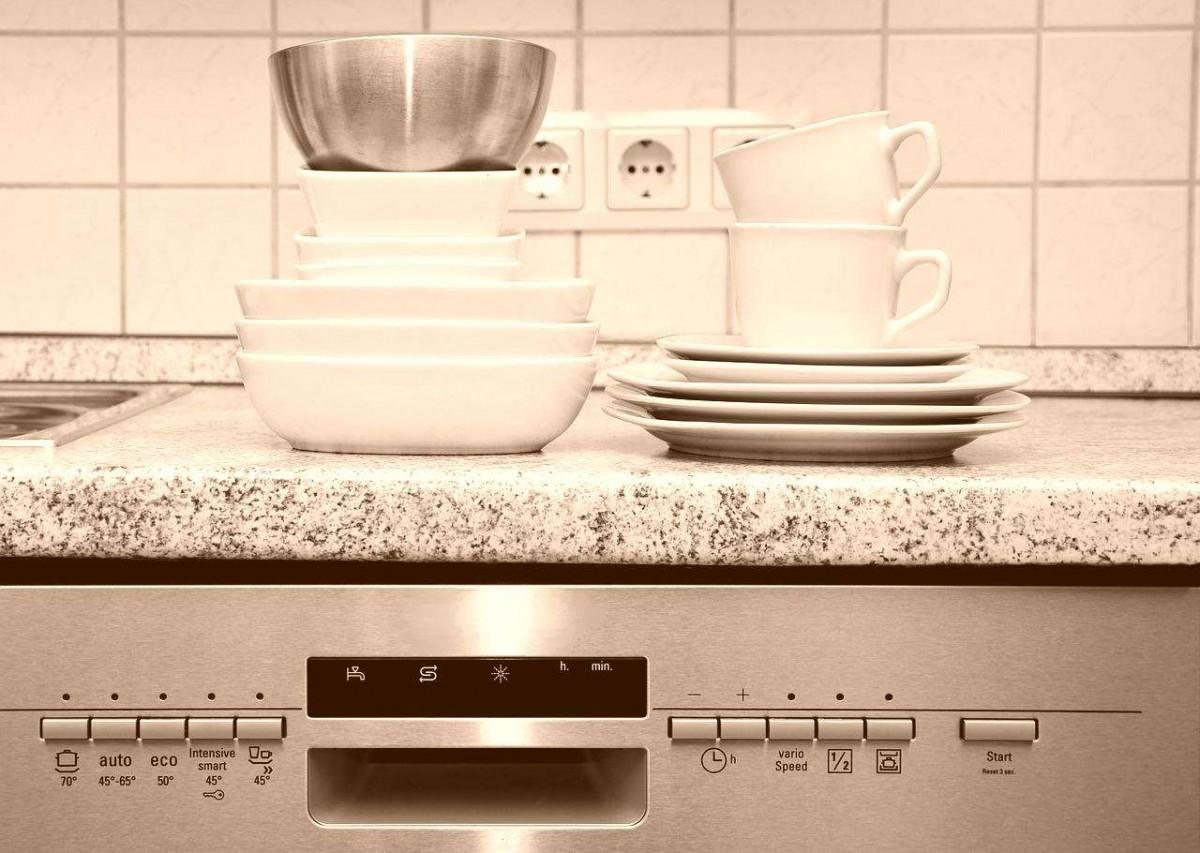 tableware-555203_1280-vintage