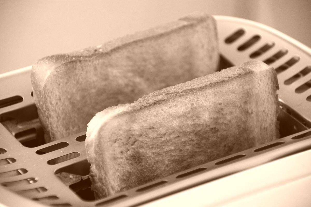 toast-1077984_1280-vintage