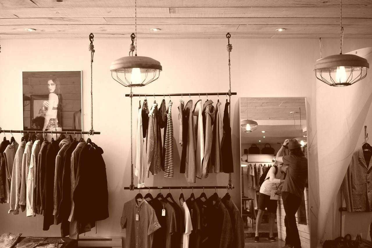 clothing-store-984396_1280-vintage