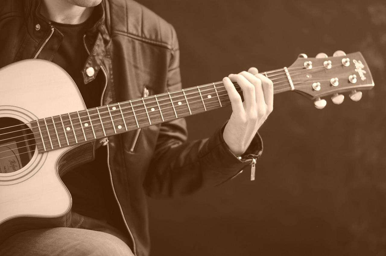 guitar-756326_1280-vintage