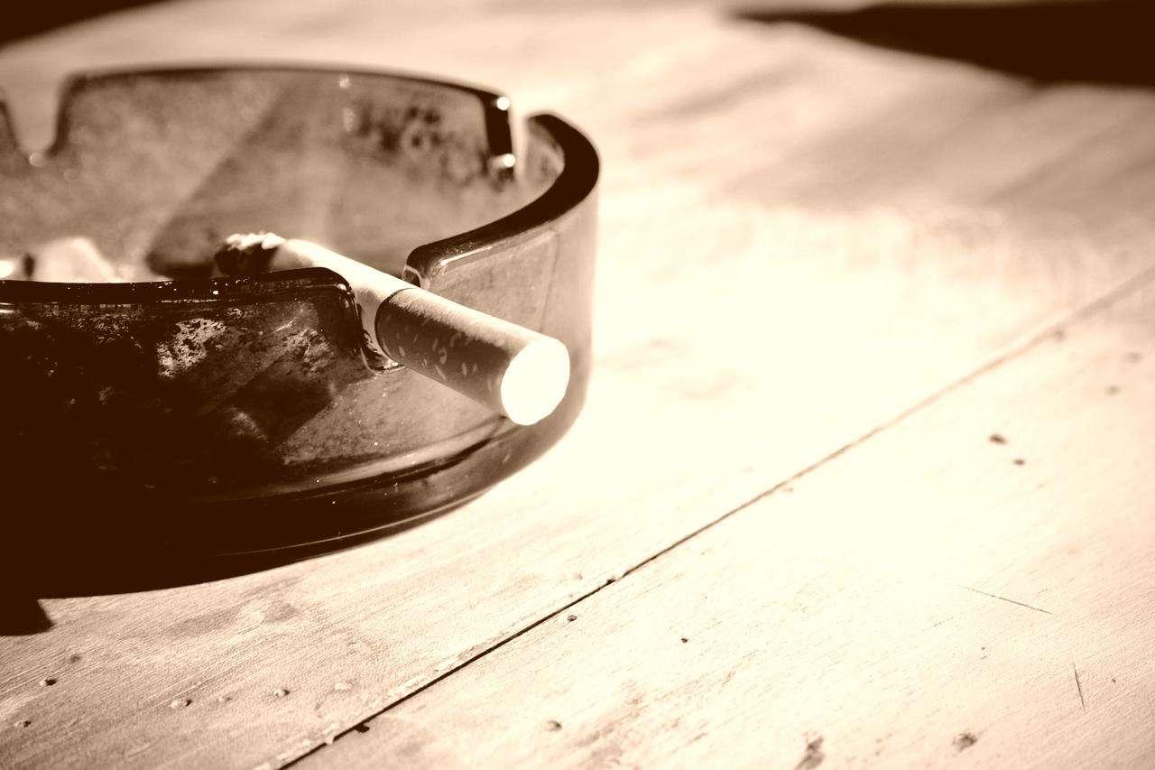comment liminer les odeurs de cigarette et de tabac aza. Black Bedroom Furniture Sets. Home Design Ideas