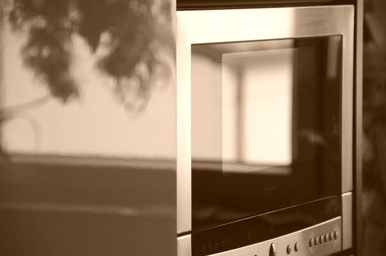 Comment nettoyer un micro onde ? - Astuce ménage Azaé - Comment Nettoyer Un Micro Onde