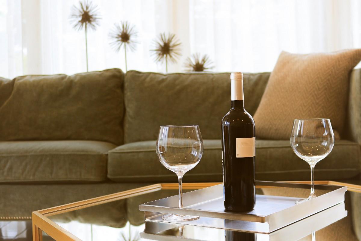 comment enlever les odeurs d'un canapé ? astuces azaé