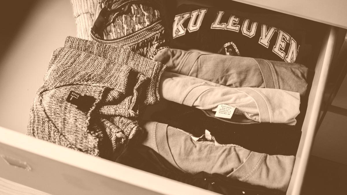 comment laver un vêtement en polyester ? astuce linge - azaé