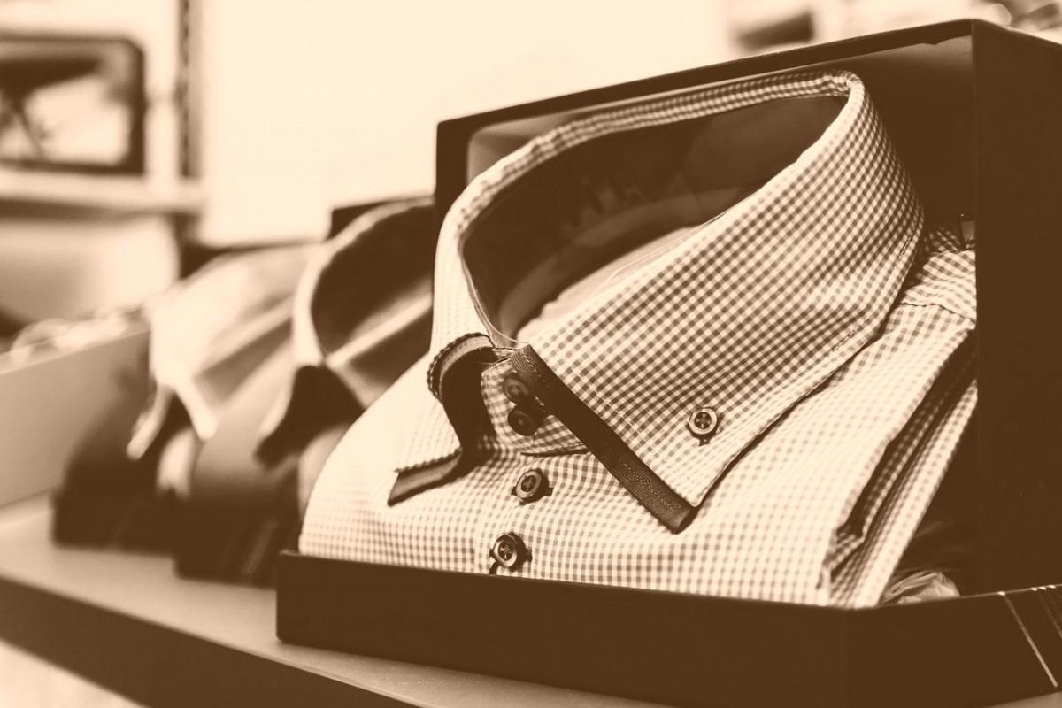 comment repasser une chemise vite et bien aza. Black Bedroom Furniture Sets. Home Design Ideas
